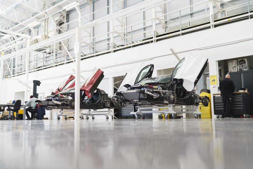 Lotus: 4 nieuwe platformen en een laatste model op benzine