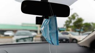 Attention, un masque qui pend au rétroviseur intérieur peut vous coûter très cher !