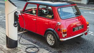 Swindon Powertrain maakt van je klassieke Mini een EV
