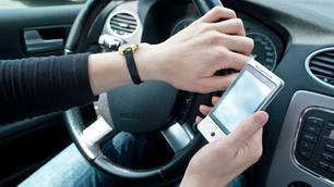 """Désormais, les Pays-Bas """"flashent"""" les conducteurs avec un smartphone en main !"""
