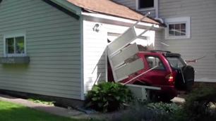 91-jarige ramt garage (en is dolgelukkig)
