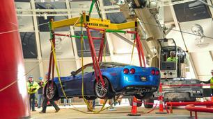 Drie Corvettes gered uit zinkgat