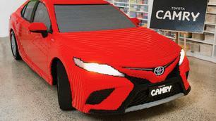 Vidéo : une Toyota Camry en Lego et grandeur nature !