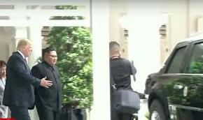 "Vidéo : quand Trump présente ""The Beast"" à Kim Jong-Un"