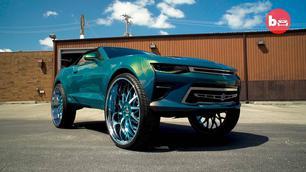 Video: Chevrolet Camaro op 32-duimvelgen!