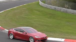 Video: vernedert deze Tesla Model S de Porsche Taycan?
