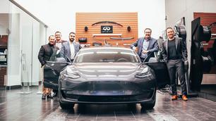 Infiniti-dealer verkoopt klant Tesla Model 3 bij gebrek aan eigen EV