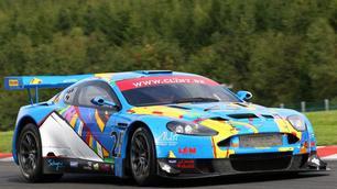 Een Aston Martin van bij Pino