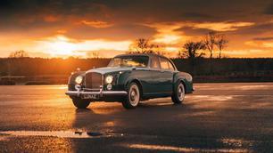Deze Bentley S2 Continental uit 1961 verbruikt geen druppel benzine