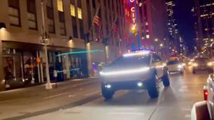 Tesla Cybertruck zorgt voor sensatie in New York