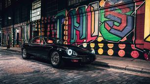 Deze gemoderniseerde Jaguar E-Type is een monster