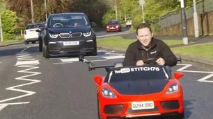 Vidéo : cette Porsche miniature est homologuée pour la route !