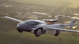 Video: vliegende auto AirCar heeft 100 kilometer afgelegd