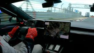 Tesla Model S Plaid verplettert Porsche Taycan op de Nürburgring