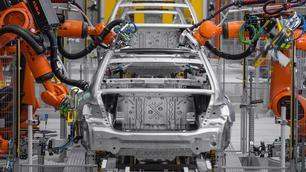 BMW en Mercedes gebruiken chiptekort om prijzen te verhogen