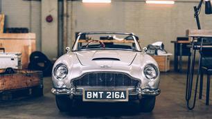 Deze 'miniatuur' van de Aston Martin DB5 kost een fortuin