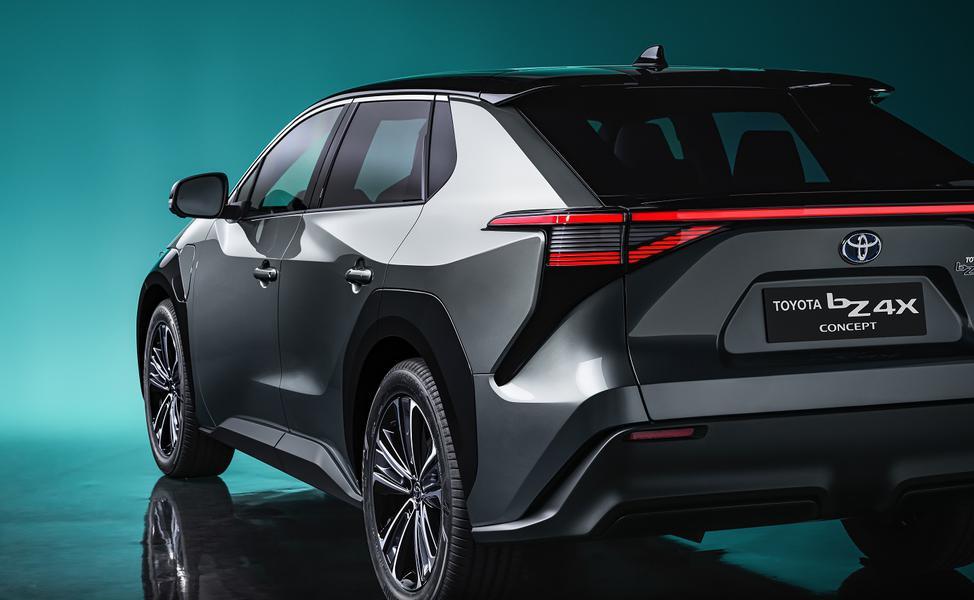 """CEO de Toyota : """"Les véhicules électriques vont coûter des millions d'emplois au Japon""""."""
