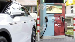 E.ON Drive Booster : chargeur rapide avec batterie tampon