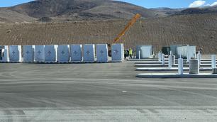 """Tesla construit le premier """"Megacharger"""""""
