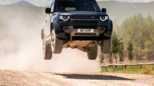 Essai : Land Rover Defender, du V8 au PHEV, il y en a pour tous les goûts !